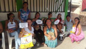 Levando informações  sobre prevenção das ISTS, e oferecendo preservativos feminino e masculino para profissionais do sexo brasileiras e venezuelanas.