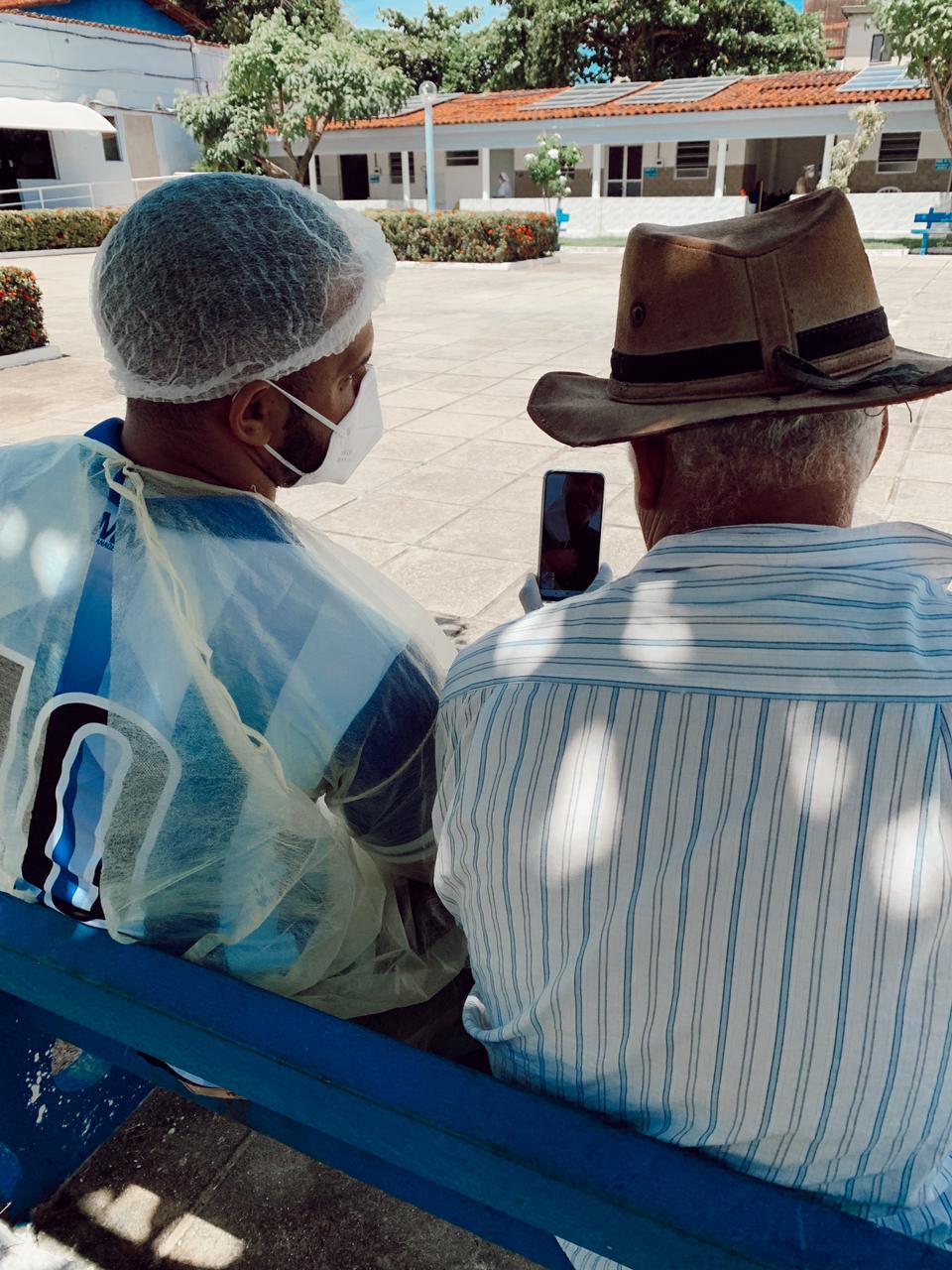 Videochamadas para os idosos em sioalmento